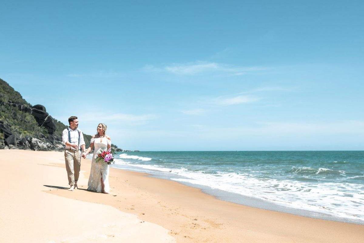 beach-elopement-port-douglas